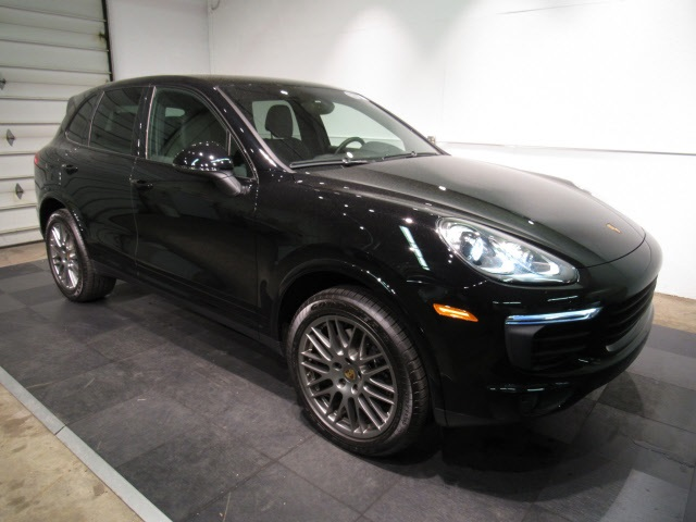 Certified Pre-Owned 2018 Porsche Cayenne Platinum Edition AWD