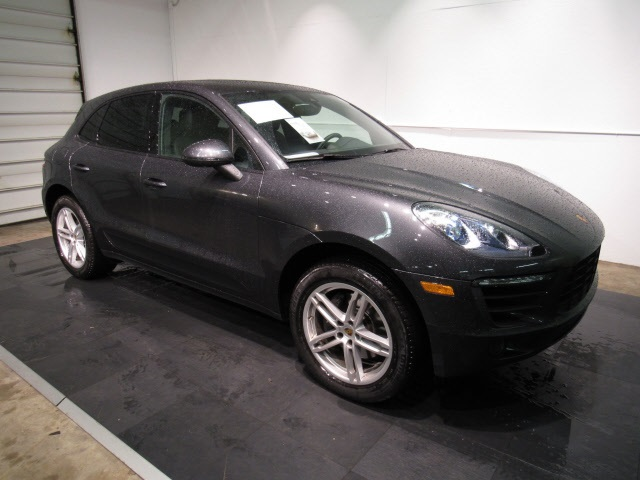 Certified Pre-Owned 2018 Porsche Macan Base AWD