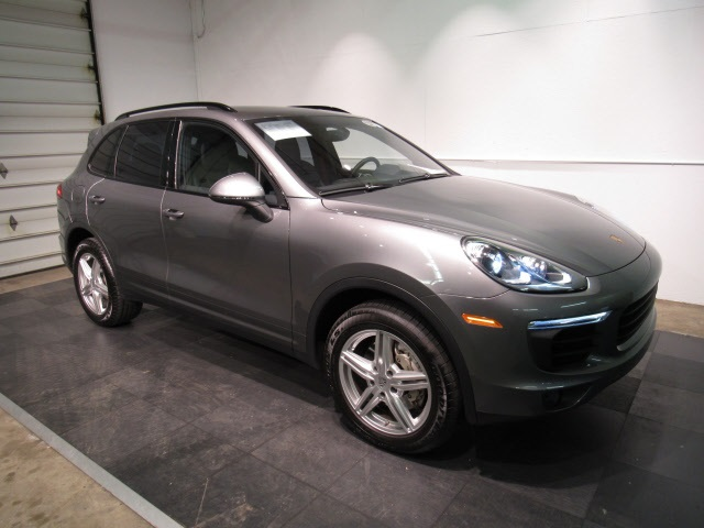 Certified Pre-Owned 2017 Porsche Cayenne S AWD