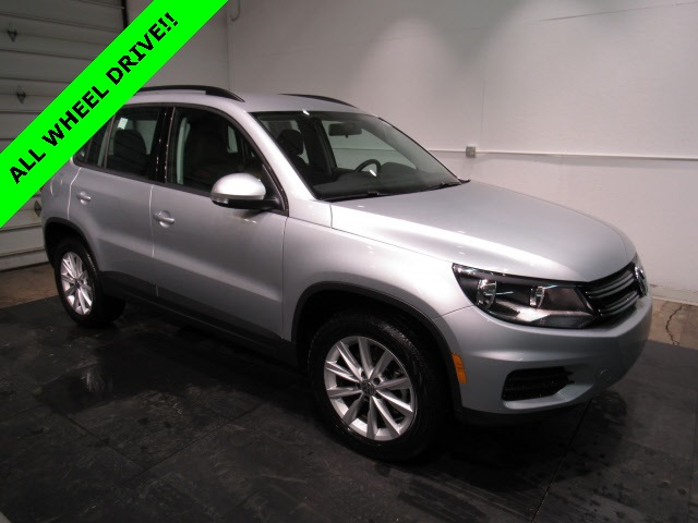 Pre Owned 2017 Volkswagen Tiguan 2 0t 4d Sport Utility In Milwaukee